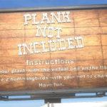 「PLANK NOT INCLUDED」 なぜか床板の上で鳥を捕まえる